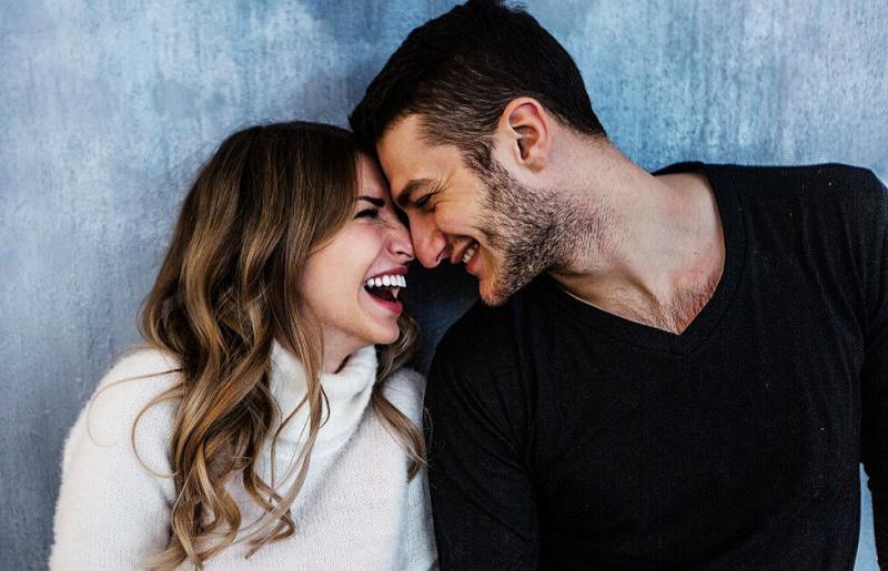 6 неловких вещей, которые делает мужчина, когда по уши влюбляется в женщину
