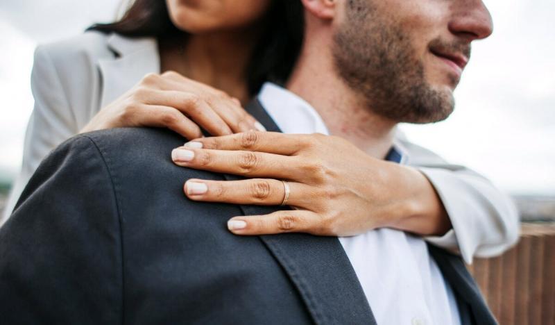 Как женщина неосознанно показывает мужчине, что не требует к себе уважения