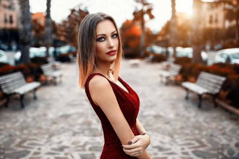 3 основных признака того, что женщина демонстрирует интерес к мужчине