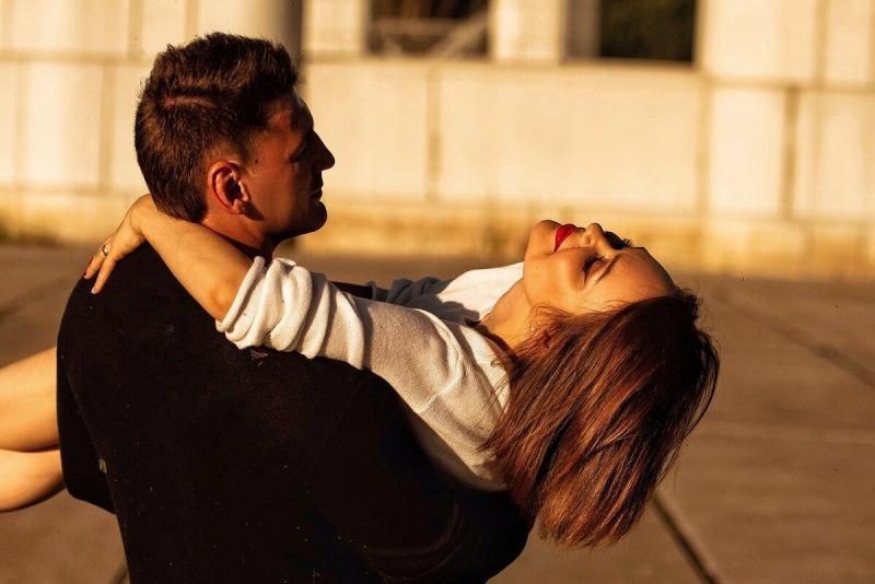 Две вещи, которые мужчина делает только с женщиной, которую любит по-настоящему