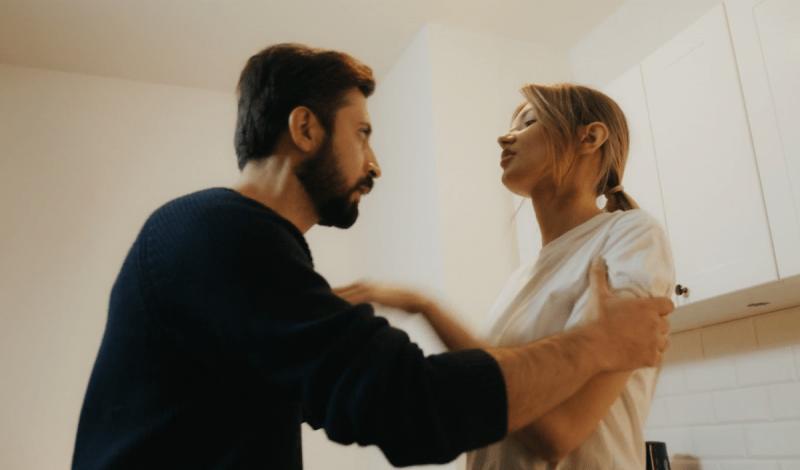 Выбирая между одиночеством и плохим мужем - женщина выберет мужа. Причины, почему женщины продолжают жить не с теми
