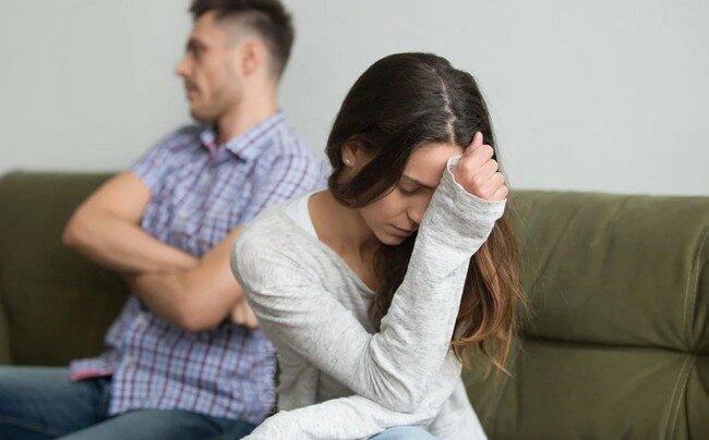«Как суперклей»: 3 коварных механизма, удерживающих вас в несчастливых отношениях